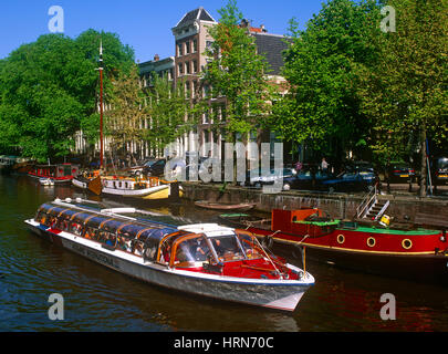 Tourists on a pleasure boat on Brouwersgracht, Amsterdam, Holland, Netherlands. - Stock Photo