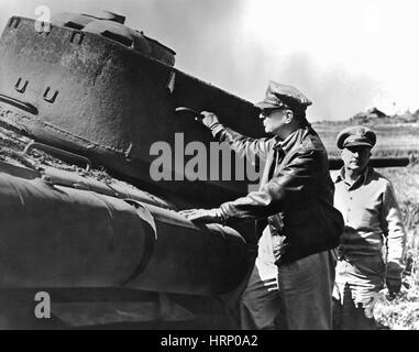 Korean War, MacArthur Inspects Tank, 1950 - Stock Photo