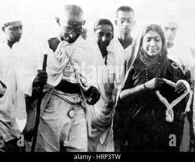 Salt March, Mohandas and Kasturba Gandhi, 1930 - Stock Photo