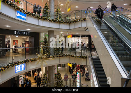 Inside busy City Point shopping centre decorated for Christmas. Nuremberg, Bavaria, Germany - Stock Photo