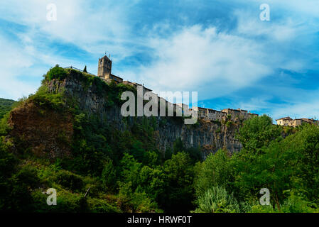 Castellfollit de la Roca, a municipality in the comarca of Garrotxa, Province of Girona, Catalonia, Spain. The basalt - Stock Photo