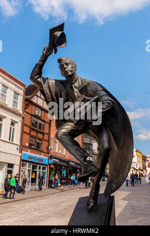 'Surrey Scholar' Statue in Guildford High St - Stock Photo