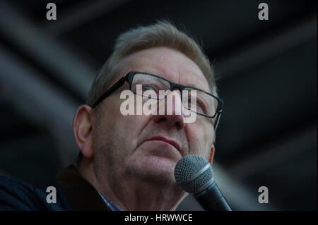 London, England, UK.  4th March 2017.  Len McCluskey, the Unite Union leader, addressed the crowd at the protest. - Stock Photo