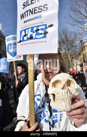 London, UK. 4th March 2017. The NHS march through central London. Credit: Matthew Chattle/Alamy Live News - Stock Photo