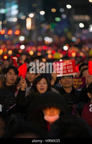 4th March 2017, Gwanghwamun, Seoul, South Korea. Protest against president Park Geun-hye, the yellow ribbon is a - Stock Photo