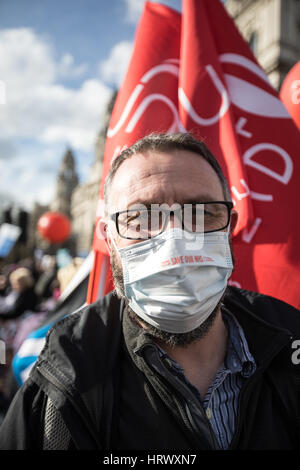London, UK. 4th March 2017. The save our NHS march and rally in Parliament Square,  London, UK. Credit: carol moir/AlamyLiveNews - Stock Photo