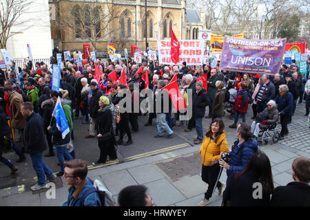 London, UK. 4th March. 2017. The demonstration, organised by Health Campaigns Together and The People's Assembly - Stock Photo