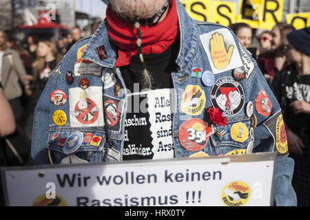 Berlin, Germany. 4th Mar, 2017. Demonstrators affiliated with the political left, marched through the streets of - Stock Photo
