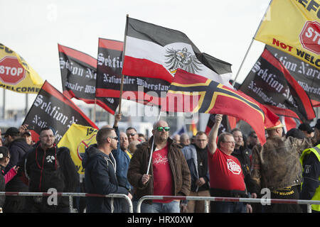 Berlin, Germany. 4th Mar, 2017. Demonstrators affiliated with the far right wing, marched through the streets of - Stock Photo