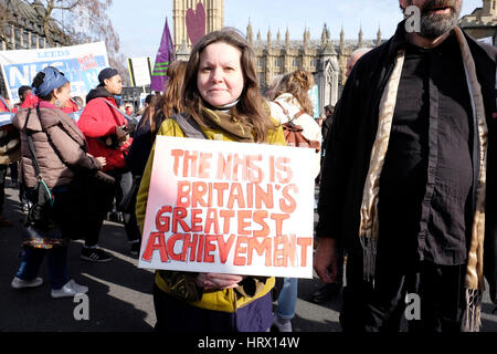 London, UK, 4th March 2017. Tens of thousands of people, including health care satff, march in London    calling - Stock Photo