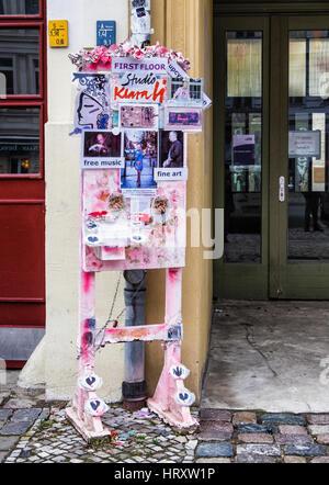 Berlin, Prenzlauer Berg. Klara Li studio with multi-talented artist owner. Pavement display outside venue for music, - Stock Photo