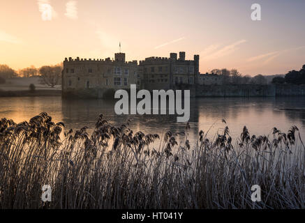 Colourful sunrise at Leeds Castle, Kent on a Winter's morning. - Stock Photo