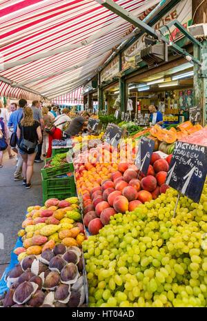Fresh fruit stall in the Naschmarkt, Vienna, Austria - Stock Photo