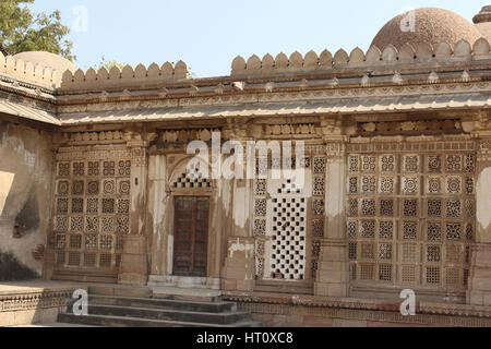 Stone work on the window grills seen from the courtyard near step tank at Sarkehj Roza, Ahmedabad, Gujarat India. - Stock Photo