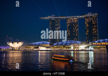 18.09.2016, Singapore, Republic of Singapore - A view of the Marina Bay Sands Hotel and the adjacent ArtScience - Stock Photo