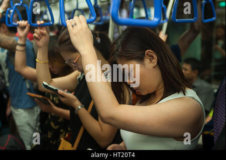 22.09.2016, Singapore, Republic of Singapore - People are seen cramped inside a MRT carriage. - Stock Photo