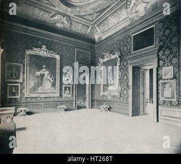 'Queen Caroline's Drawing-Room, at Kensington Palace', c1899, (1901). Artist: Eyre & Spottiswoode. - Stock Photo