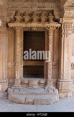 View of the decorative entrance of a balcony. Adalaj Stepwell, Ahmedabad, Gujarat, India - Stock Photo