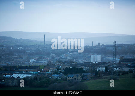 Halifax, West Yorkshire, UK. 6th Mar, 2017. UK Weather. Misty conditions in Halifax with storm clouds in the distance. - Stock Photo