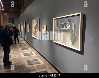 Moscow, Russia. 6th Mar, 2017. A man takes a photo of the painting 'Hard times' by Harald Metzges of the GDR 1957 - Stock Photo