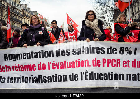 Paris, France. 07th Mar, 2017. Demonstration of french health workers against the degradation of their working conditions - Stock Photo