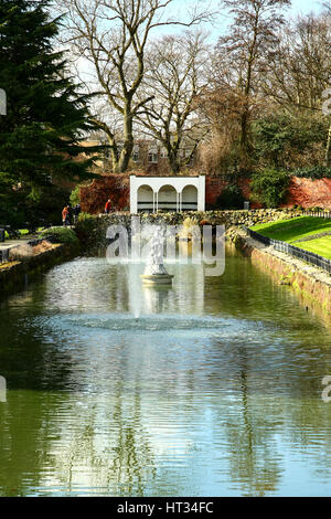 Leeds, UK. 7th March 2017. A fine sunny early spring day at Roundhay Park, Leeds, West Yorkshire. The sunny day - Stock Photo