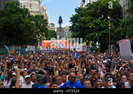 Buenos Aires, Argentina. 7th March, 2017. Thousands of people gather in a demo as a part of a two-day national strike - Stock Photo