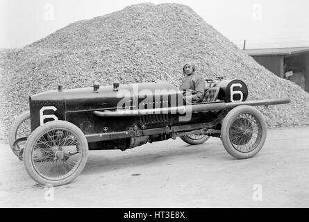 AJ Hancock's 3308 cc Vauxhall at the RAC Isle of Man TT race, 10 June 1914. Artist: Bill Brunell. - Stock Photo