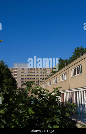 A block of council flats in the Heygate Estate, in South East London. It was demolished between 2011 and 2014. - Stock Photo