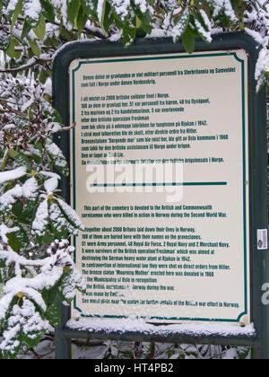 British war graves from WWII has their own section with a bilingual explanation sign at the Vestre Gravlund cemetery - Stock Photo
