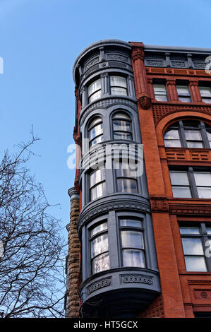 Victorian era Romanesque Revival style Pioneer Building in the Pioneer Square historical district, Seattle - Stock Photo