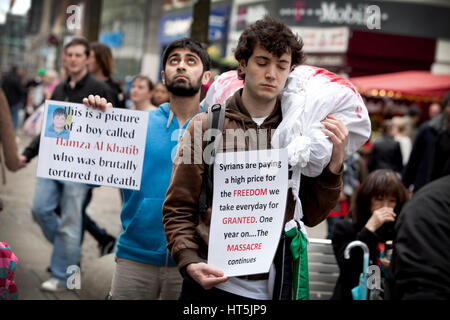 Students in Manchester , UK , protest against  violence in Syria. Pictured in Piccadilly Gardens - Stock Photo