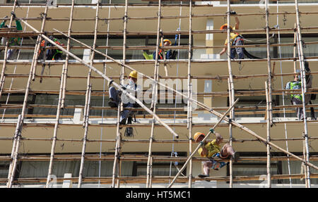 China, Hong Kong, construction site, workers, bamboo scaffolding, - Stock Photo