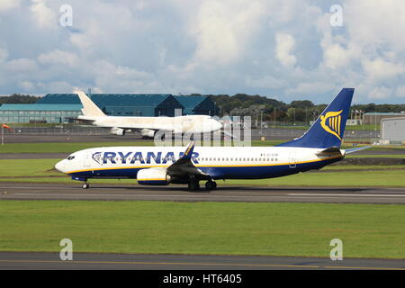 EI-ESN, a Boeing 737-8AS operated by Ryanair, at Prestwick International Airport in Ayrshire. - Stock Photo