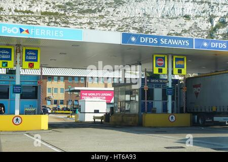 DOVER, KENT, ENGLAND, AUGUST 10 2016: Check in points for the DFDS Seaways and P&O Ferries cross channel ferry to - Stock Photo