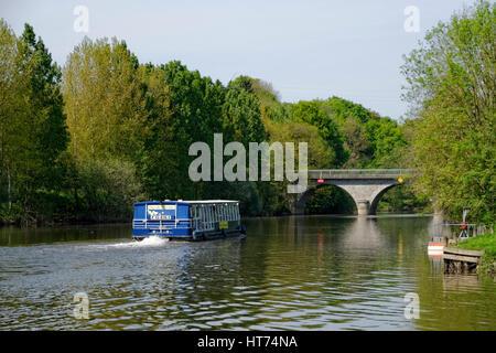 Boat trip on the river Mayenne near Mayenne city (Mayenne department, Pays de la Loire, France). - Stock Photo