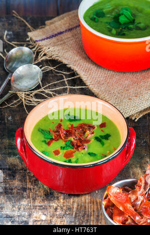 Pea and mint soup garnished with crispy proscuitto strips - Stock Photo