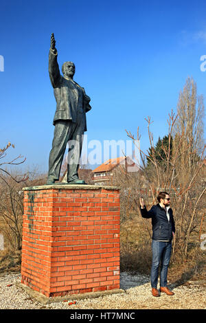 Statue of Lenin (Vladimir Ilyich Ulyanov) in the Memento Park, an open-air museum about 10 km SW of Budapest, Hungary. - Stock Photo
