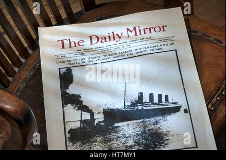 TITANIC NEWSPAPER Daily Mirror dated April 16th 1912, with RMS Titanic ship  disaster headline, on old bosuns chair - Stock Photo
