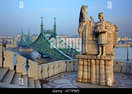 Statue of King - Saint Stephen (Szent Istvan Kiraly) and in the background the Liberty bridge (Szabadság híd) over - Stock Photo