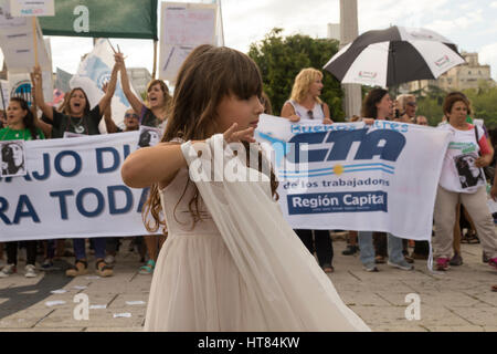 La Plata, Argentina. 8th March, 2017. Little girl on the march. Social, student and political organizations gathered - Stock Photo