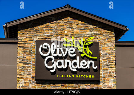 An Olive Garden Casual Dining Chain Restaurant Stock Photo Royalty Free Image 52773141 Alamy