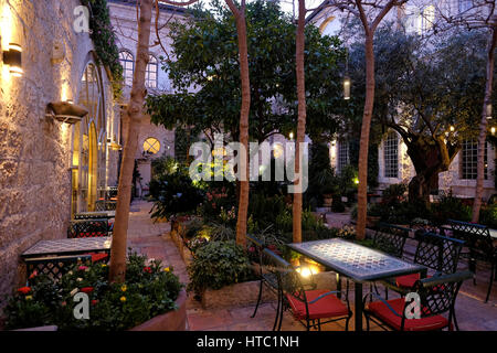 Interior courtyard of the American Colony Hotel located in a historic building which previously housed the utopian - Stock Photo