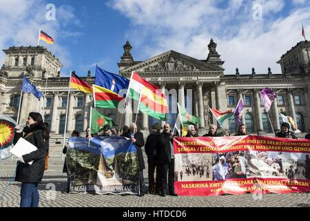 Berlin, Germany. 10th Mar, 2017. Yezidi representatives and Kurds demanding political support in front of the German - Stock Photo