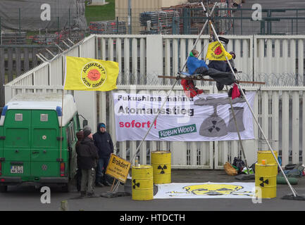 Brokdorf, Germany. 10th Mar, 2017. Activists from the environmental organization Robin Wood in front of the nuclear - Stock Photo