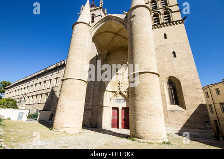 The cathedral of the national is a roman catholic church - Cathedrale saint pierre de montpellier ...