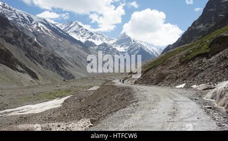 Remote road in Kashmir south of Sarchu between Jispar and Baralachala La. - Stock Photo