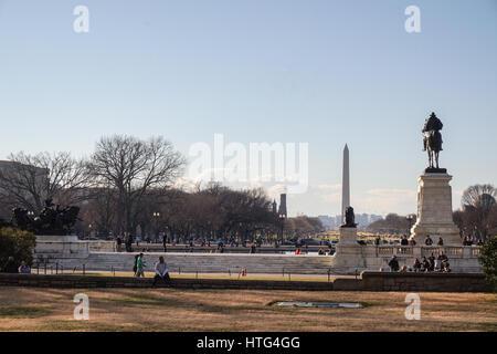 Washington memorial and Ulysses S. Grant Memorial on the National Mall, Washington DC, USA - Stock Photo