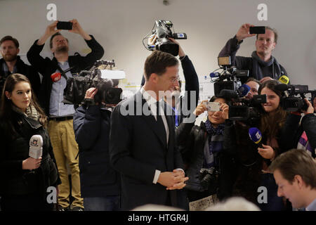 Mark Rutte speaks with the election officials. Dutch Prime Minister Mark Rutte has cast his vote two hours after - Stock Photo