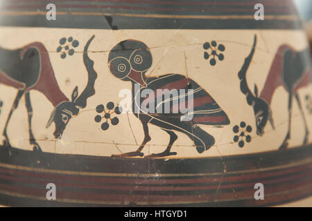 Owl depicted on the Corinthian black-figure oil jug from 650-625 BC on display in the Staatliche Antikensammlungen - Stock Photo
